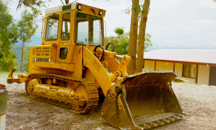 PERTH EARTHMOVING AND EXCAVATIONS CONTRACTORS DOBSON EXCAVATIONS TRACAVATOR 13 TON HIRE THROUGHOUT THE GREATER PERTH REGION OF WA
