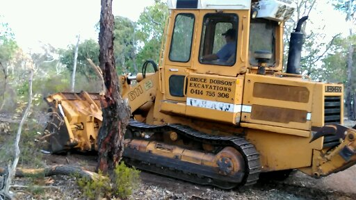 TRAXCAVATOR DROTT HIRE BY DOBSON EXCAVATIONS EARTHMOVING AND EXCAVATIONS CONTRACTOR