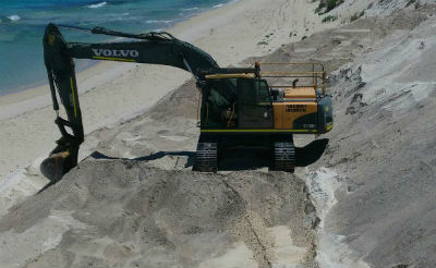 21 TON EXCAVATOR WORKING ON THE BEACH FOR DOBSON EXCAVATIONS